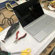 Reparación de clavija de audio en portátil